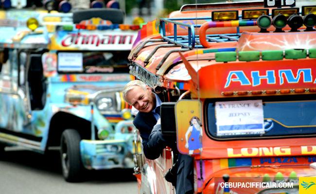 Trải nghiệm thú vị với xe buýt tự chế ở Manila