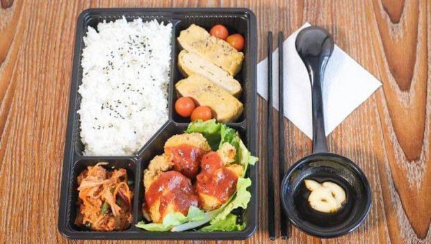 Khách sạn phục vụ bữa ăn chu đáo cho hành khách cách ly
